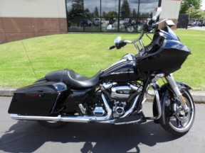 Used 2018 HD FLTRX - Touring Road Glide<sup>®</sup> thumb 3