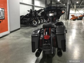 **PRICE REDUCED**  2018 FLHXSE CVO™ Street Glide<sup>®</sup> thumb 1