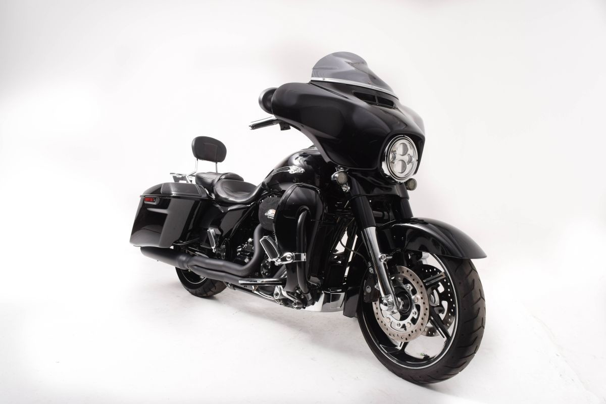 FLHXSE 2016 CVO<sup>™</sup> Street Glide<sup>®</sup>