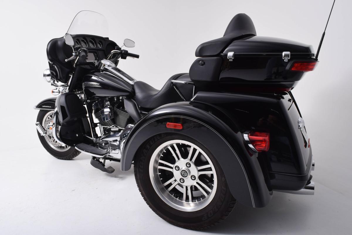 2016 Harley Davidson Tri Glide Ultra Review: 2016 HARLEY DAVIDSON FLHTCUTG