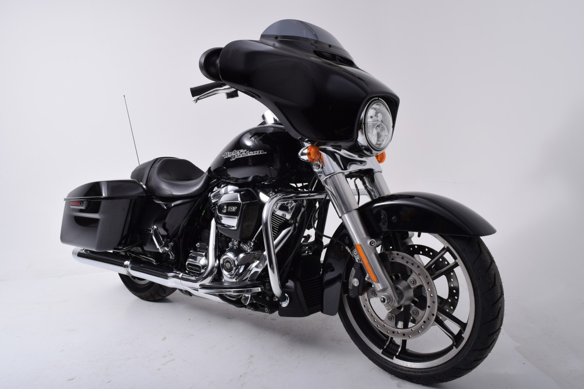 FLHX  2018 Street Glide<sup>®</sup>