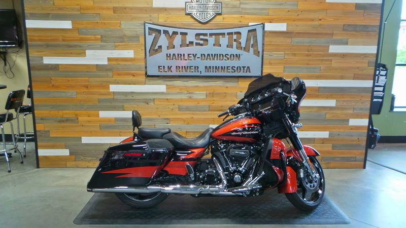 2017 FLHXSE CVO™ Street Glide<sup>®</sup>