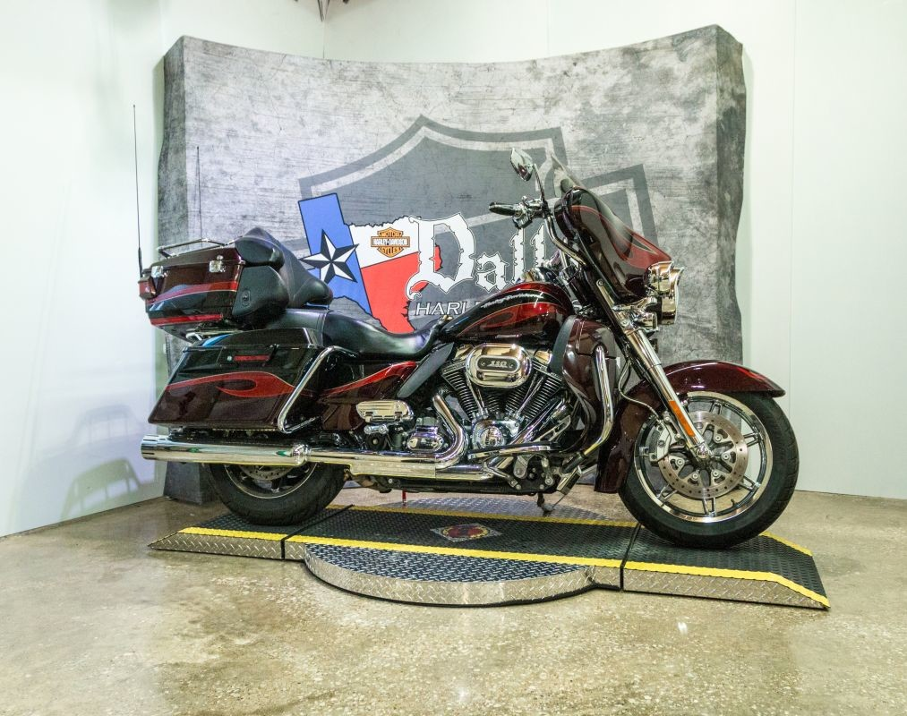 2013 HARLEY-DAVIDSON® CVO™ Ultra Classic® Electra Glide®   FLHTCUSE