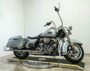 2019 Harley-Davidson® Road King<sup>®</sup> FLHR thumb 3