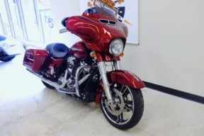2017 Street Glide Special in Velocity Red Sunglo thumb 3
