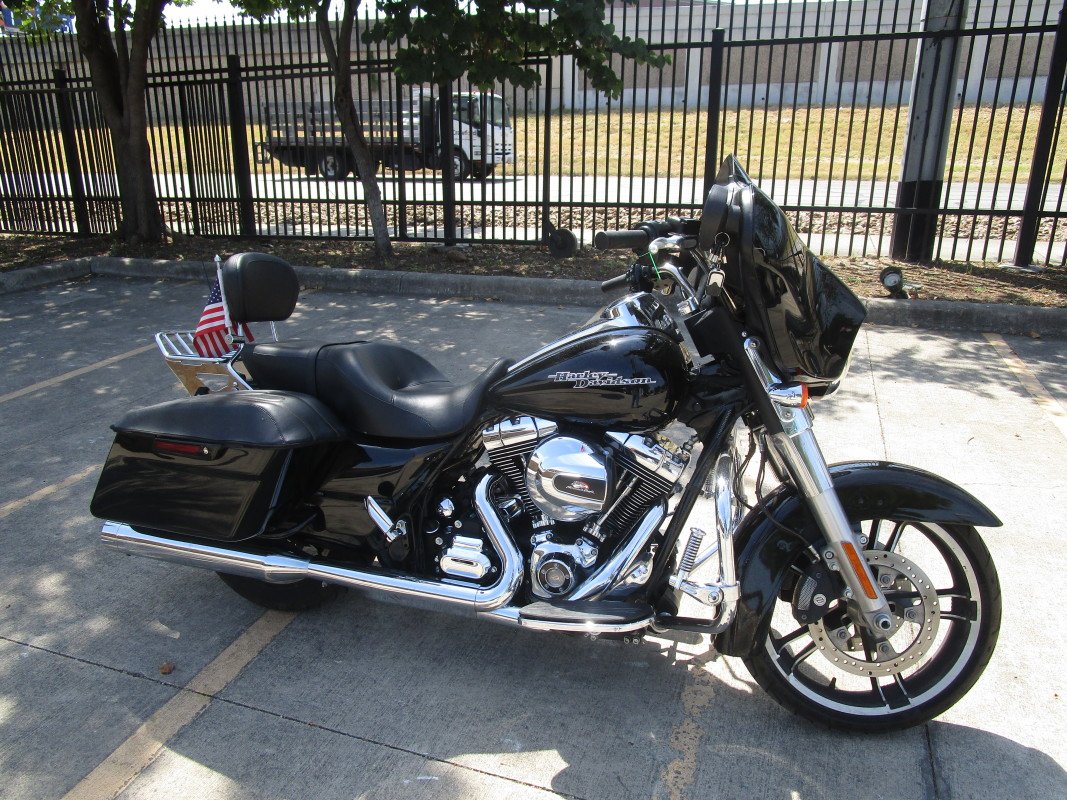 FLHX  2014 Street Glide<sup>®</sup>