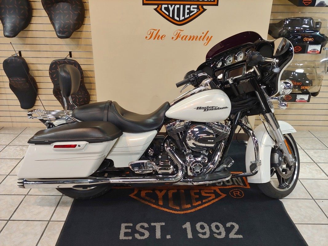 2015 Harley-Davidson FLHXS Street Glide<sup>®</sup> Special