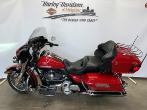 FLHTK  2011 Electra Glide<sup>®</sup> Ultra Limited ****MOTORCYCLE WILL NOT COME WITH TRAILER HITCH* thumb 2