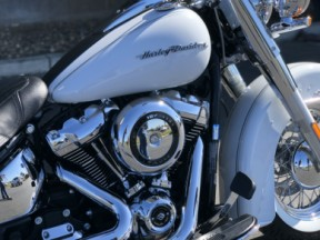 2020 Softail Deluxe thumb 3