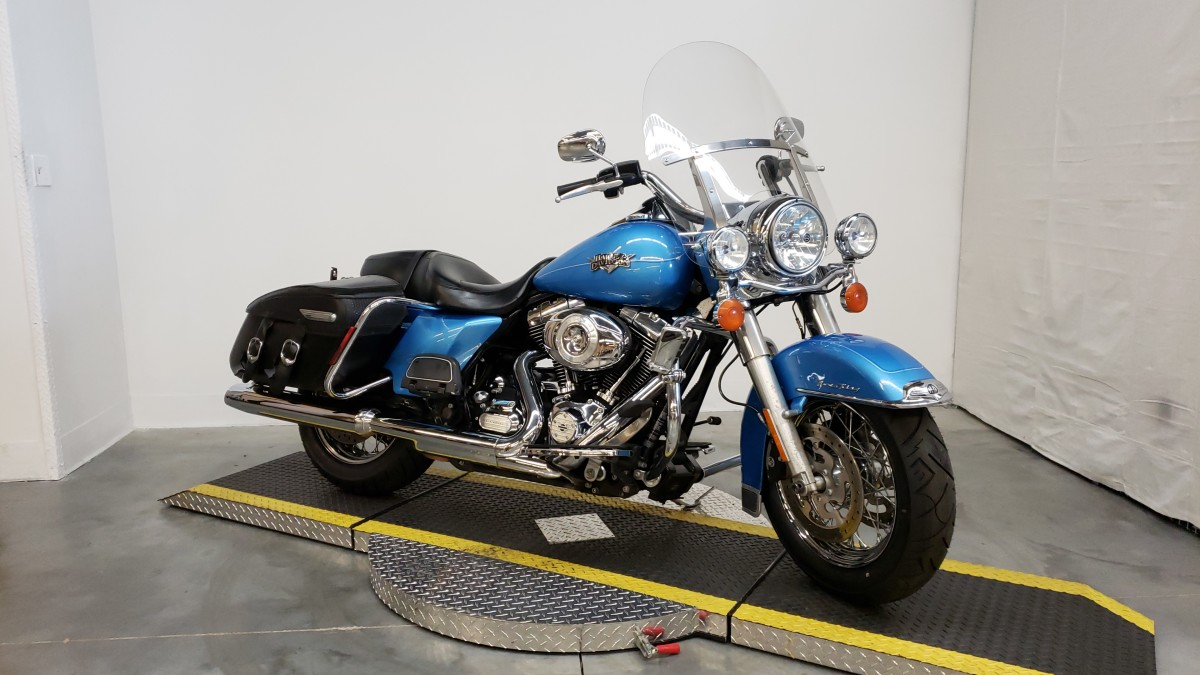 2011 HARLEY FLHRC - Road King Classic