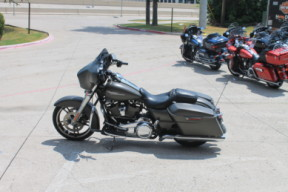 2018 HARLEY-DAVIDSON® Street Glide<sup>®</sup> FLHX thumb 1
