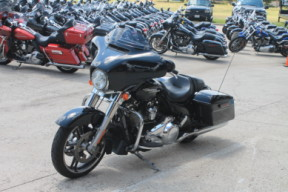 2018 HARLEY-DAVIDSON® Street Glide<sup>®</sup> FLHX thumb 2