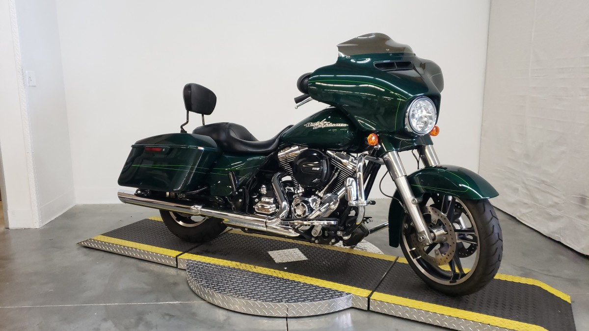 FLHXS  2016 Street Glide<sup>®</sup> Special