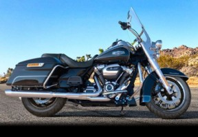 2017 Harley-Davidson FLHR Road King<sup>®</sup> thumb 3