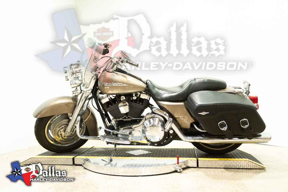 2005 HARLEY-DAVIDSON® TOURING ROAD KING CLASSIC® FLHRC