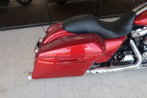 FLHX  2018 Street Glide<sup>®</sup> thumb 1