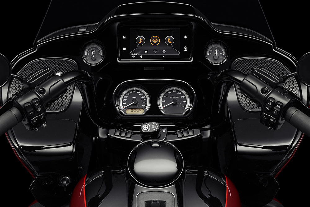 Road Glide<sup>®</sup> Limited – Black Option Instagram image 2