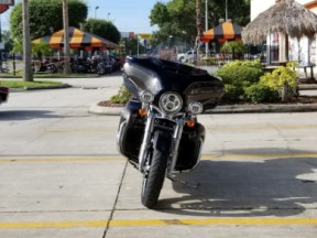Harley-Davidson<sup>®</sup> 2020 Ultra Limited thumb 2