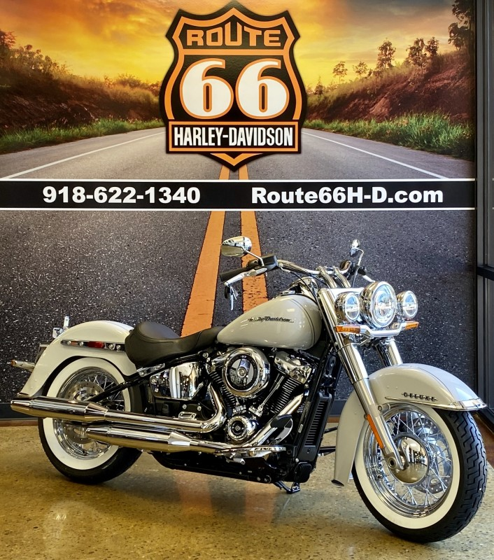Stone Washed White Pearl 2020 Harley-Davidson® Deluxe FLDE