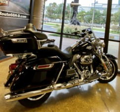 Vivid Black 2018 Harley-Davidson® Road King® FLHR thumb 1