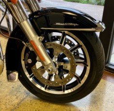 Vivid Black 2018 Harley-Davidson® Road King® FLHR thumb 3