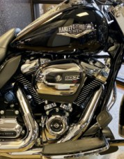 Vivid Black 2018 Harley-Davidson® Road King® FLHR thumb 2