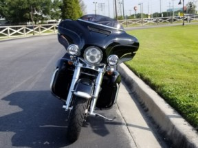 Harley-Davidson<sup>®</sup> 2014 Electra Glide<sup>®</sup> Ultra Classic® thumb 2