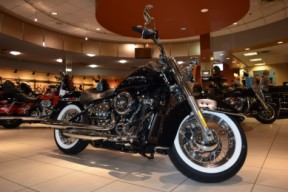 2019 Harley-Davidson Softail Deluxe FLDE thumb 1