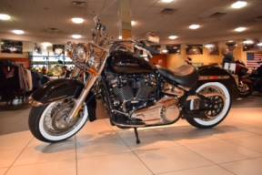 2019 Harley-Davidson Softail Deluxe FLDE thumb 2