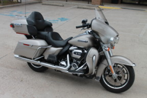 sold  2018 HARLEY-DAVIDSON® Electra Glide<sup>®</sup> Ultra Classic<sup>®</sup>  FLHTCU thumb 2