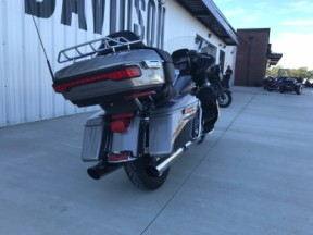 2016 FLTRU Road Glide Ultra thumb 2