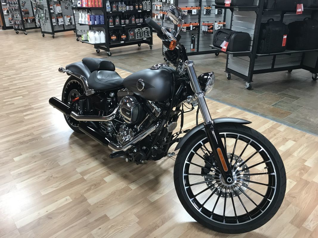 2017 FXSB - Softail Breakout