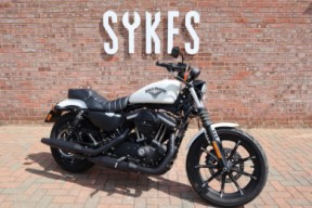 2018 XL883N Sportster Iron 883 in Bonneville Salt Denim, Passenger Seat & Pegs thumb 3