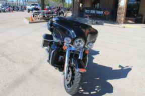 2014 HARLEY-DAVIDSON® Electra Glide<sup>®</sup> Ultra Limited FLHTK thumb 3