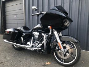 2017 Harley-Davidson® FLTRXS - Road Glide® Special thumb 3