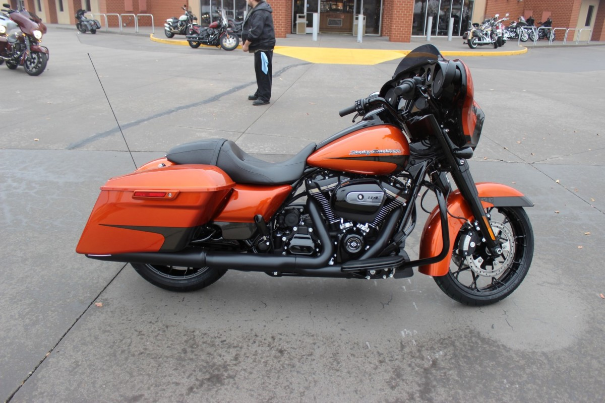 FLHXS 2020 Street Glide<sup>®</sup> Special