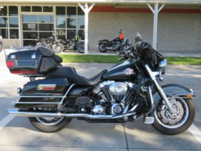 Harley-Davidson<sup>®</sup> 2007 Electra Glide® Ultra Classic® thumb 3