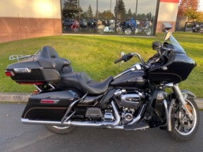Used 2017 Road Glide® Ultra thumb 3