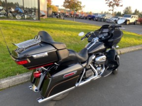 Used 2017 Road Glide® Ultra thumb 2