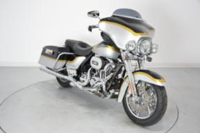 2012 FLHTCUSE7 CVO Ultra Classic Electra Glide thumb 2