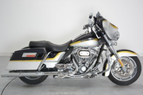 2012 FLHTCUSE7 CVO Ultra Classic Electra Glide thumb 3