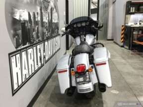**PRICE REDUCED** 2019 FLHXS Street Glide<sup>®</sup> Special thumb 1
