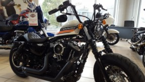 Harley Davidson Sportster Forty Eight thumb 2