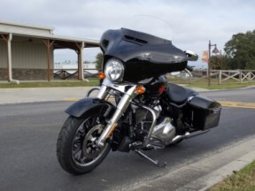 Harley-Davidson<sup>®</sup> 2020 Electra Glide<sup>®</sup> Standard thumb 1