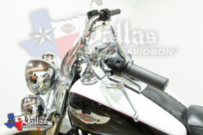 2005 Harley-Davidson<sup>®</sup> Softail® Deluxe FLSTN  thumb 3