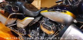 2012 Harley-Davidson® CVO™ Ultra Classic® Electra Glide® : FLHTCUSE7 thumb 0