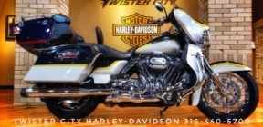 2012 Harley-Davidson® CVO™ Ultra Classic® Electra Glide® : FLHTCUSE7 thumb 3