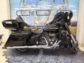 FLHXSE 2017 CVO™ Street Glide<sup>®</sup> thumb 2