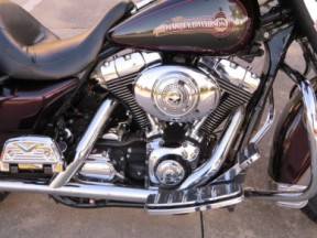Harley-Davidson<sup>®</sup> 2005 Electra Glide® Classic thumb 2