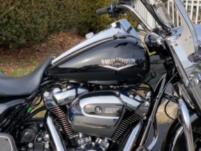 2019 Harley-Davidson® Road King® thumb 3